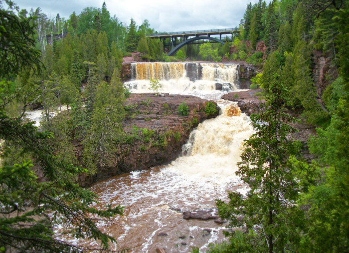 16. If you're heading up north you could also try one of Minnesota's many gorgeous waterfalls. Gooseberry Falls offers several ideal locations.