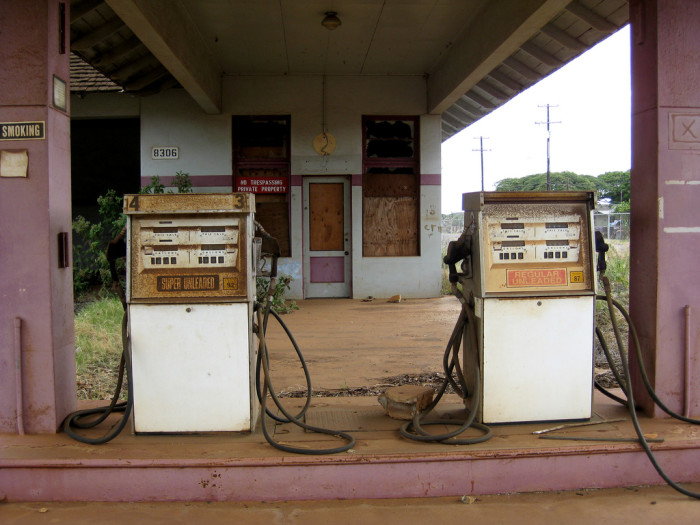 7) This gas station on Kauai is a rather eerie sight.