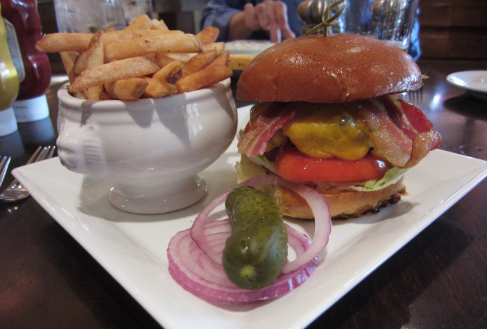 5. Edgewater Bar and Grill