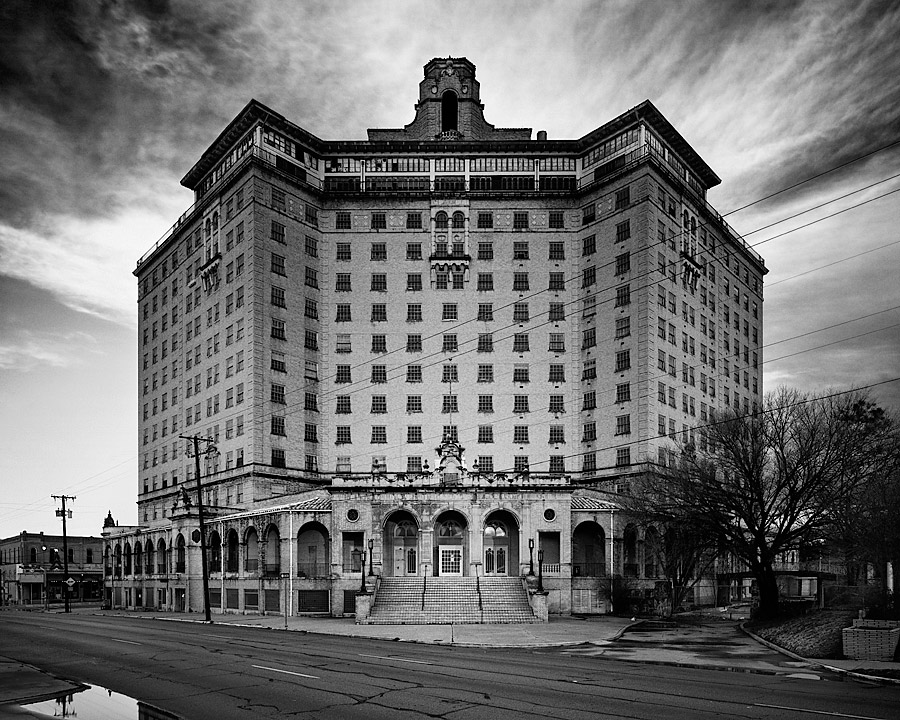 10 of the creepiest hauntings in texas for Pennsylvania hotel new york haunted