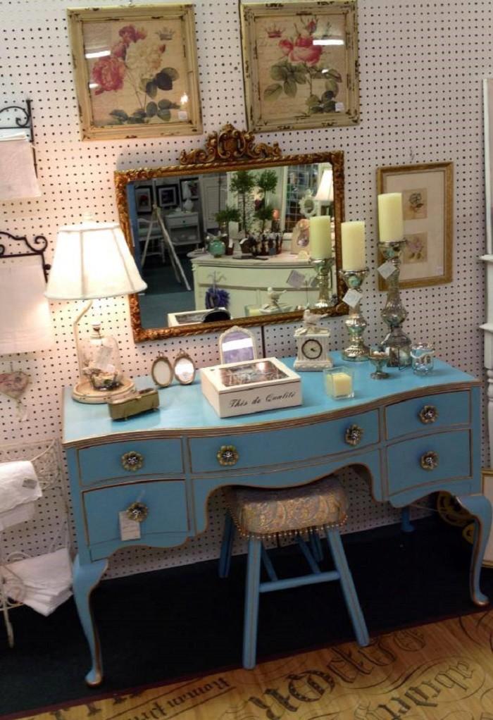 facebook/Daphne Antique Galleria - 10 Amazing Alabama Antique Shops