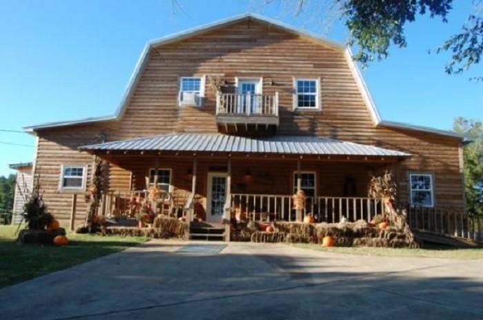 6. Huckleberry Farm Barn - Jasper, AL