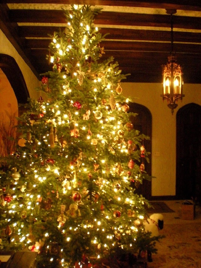 3. In 1836, Alabama was the first U.S. state to declare Christmas a legal holiday. Because of Alabama, federal workers were able to enjoy Christmas Day with their families, while still getting paid.