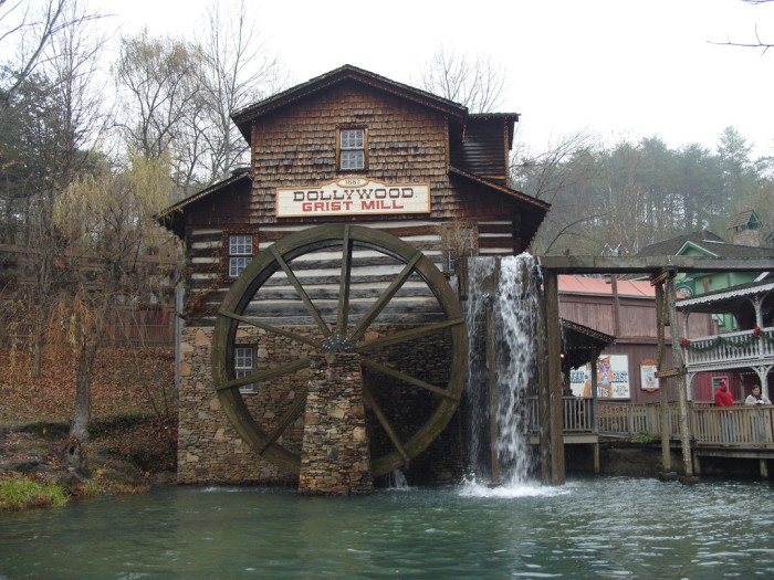 1) Dollywood - Pigeon Forge