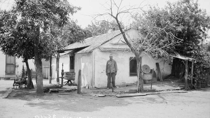 Gustav Rohrich's Sod House, Bellwood, 1934