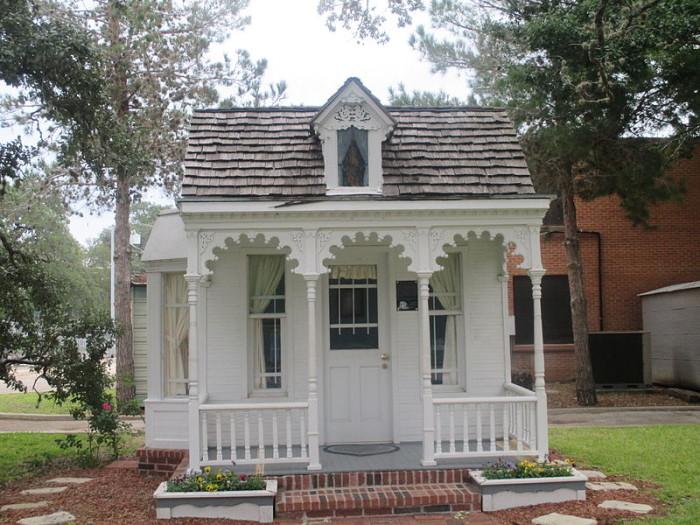 8) Dietz-Castilla Doll House (Seguin)