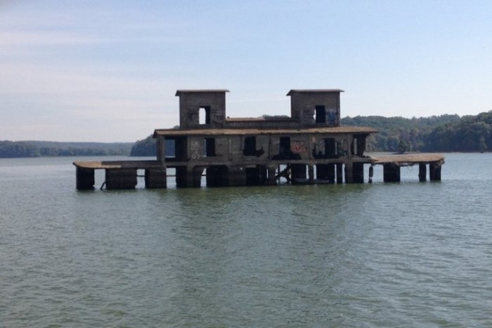 6. Kentucky Lake Building