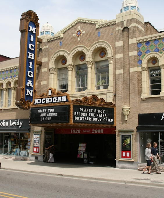 these michigan 13 theaters give an unforgettable experience
