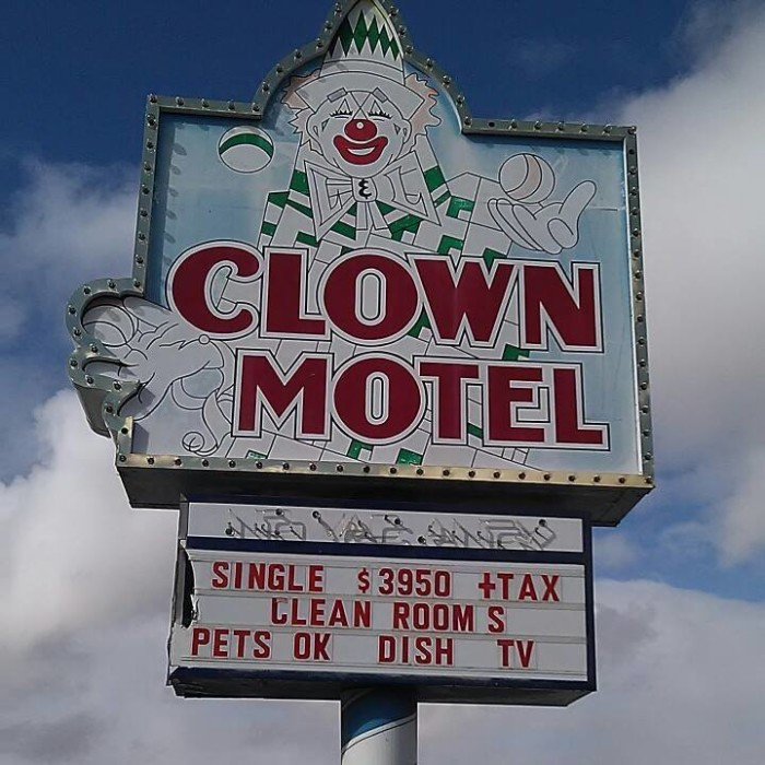 Leroy purchased a clown collection from a man he met in Las Vegas, and he later decided to combine his motel idea with his newly-purchased clown collection. His motel would later be known as the famous Clown Motel.