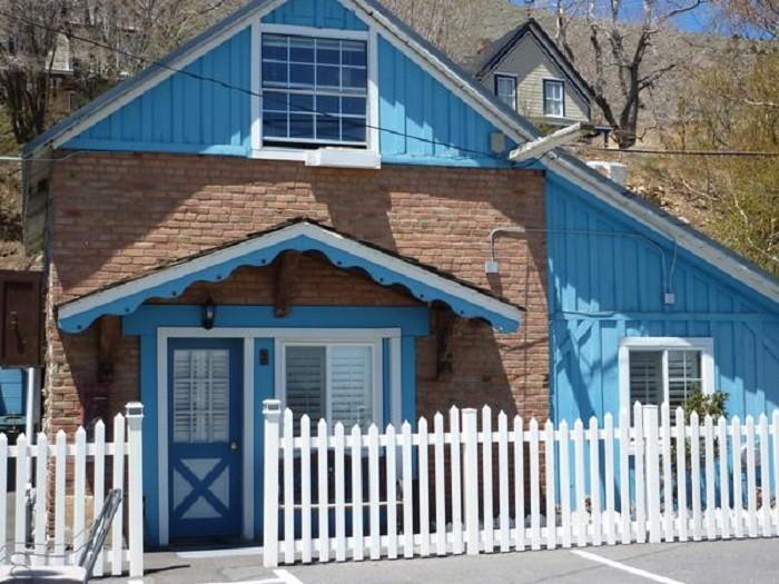 9. Sugarloaf Mountain Motel - Virginia City, NV
