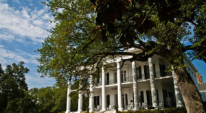 These 9 Haunted Hotels In Mississippi Will Make Your Stay A Nightmare