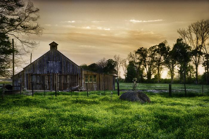 10) Sun drifting down on this gorgeous barn.