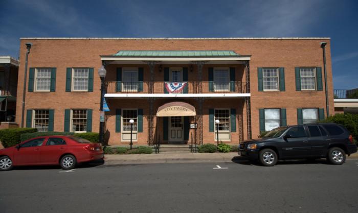 8. Olde Town Inn, Manassas