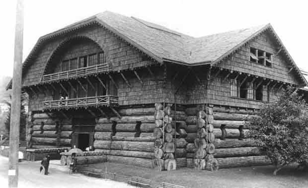 4) Oregon was once home to what was believed to be the world's largest log cabin.