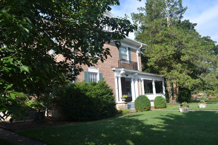 9. The Thornrose House at Gypsy Hill, Staunton