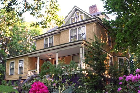 9. Asheville Seasons Bed and Breakfast