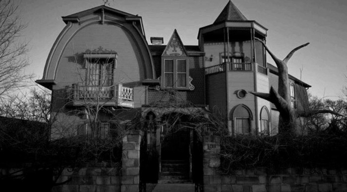 3) Munster Mansion (Waxahachie)