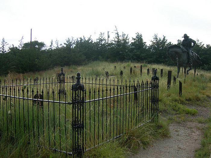How to describe a cemetery?