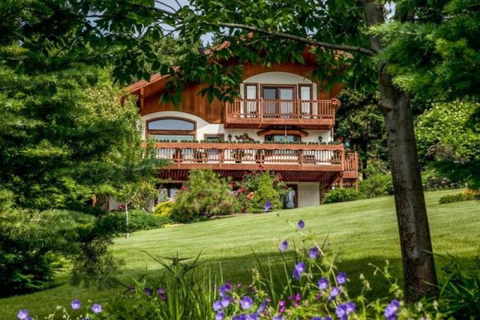 9. Fox Den Bed and Breakfast - Leavenworth