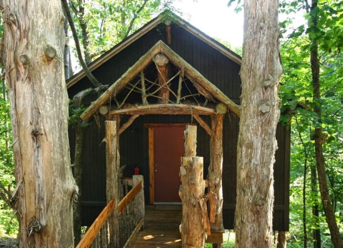 3. Oak Crest Cottages and Treehouses