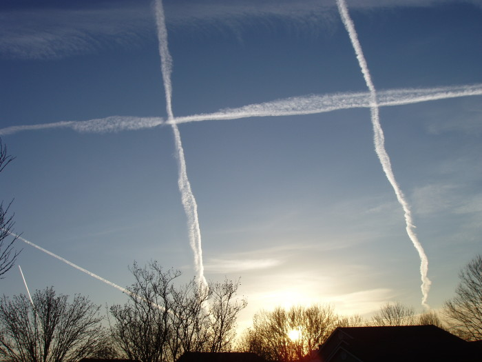 7. These chemtrails marked the sky in an interesting way.