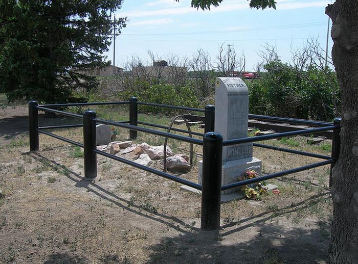 Oregon Trail Graves, Multiple Locations