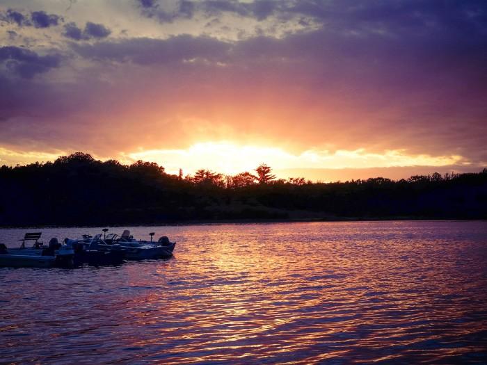 1. What's more beautiful than a beautiful sunset? A beautiful sunset over a lake.