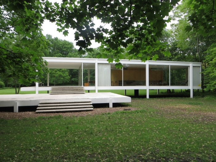 2. Farnsworth House (Plano)