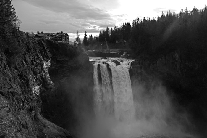 9. Snoqualmie Falls and its majestic ambiance.