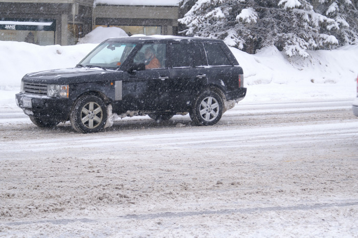 9) Utahns are the only ones on the road when there's 5 inches of snow. Or 15 inches.