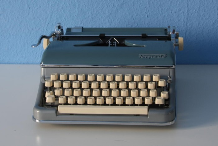 3. Christopher Latham Soles invented the typewriter (1868)