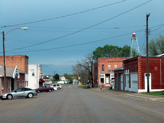 Visit 4 Creepy Ghost Towns In Illinois At Your Own Risk