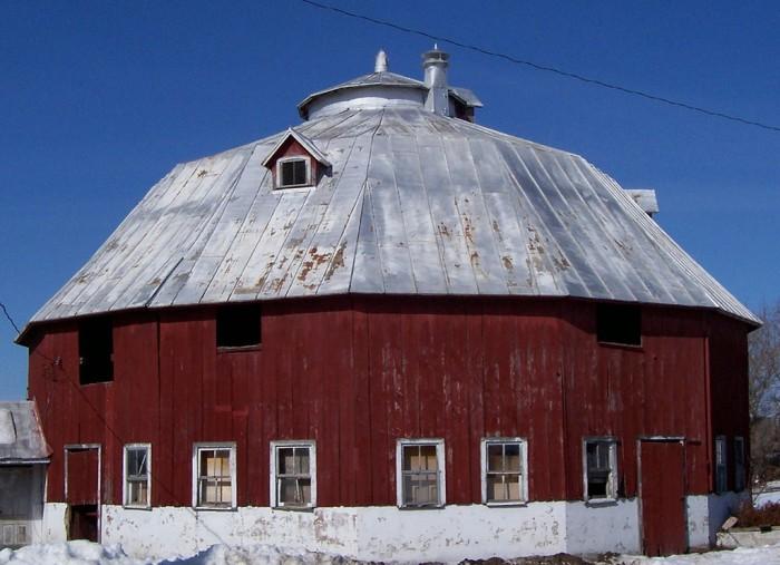 9. Ten sided barn (Mauston)