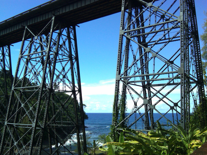 10) The Hakalau Bridge, located on the Big Island, is gorgeous in contrast to the ocean.