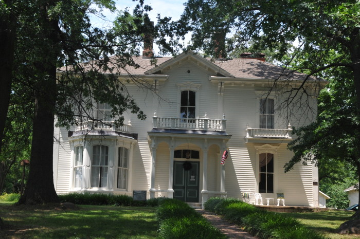4. The Guitar Mansion, Columbia