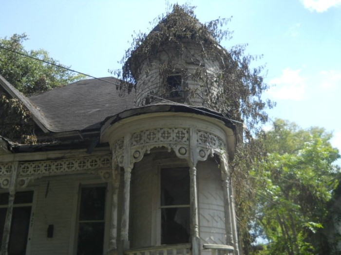 10. The price of this spacious Victorian home, which is located in McComb, has recently been reduced by almost 50%, bringing the price to just $8,000. The home is clearly a fixer-upper but definitely has a lot of potential.