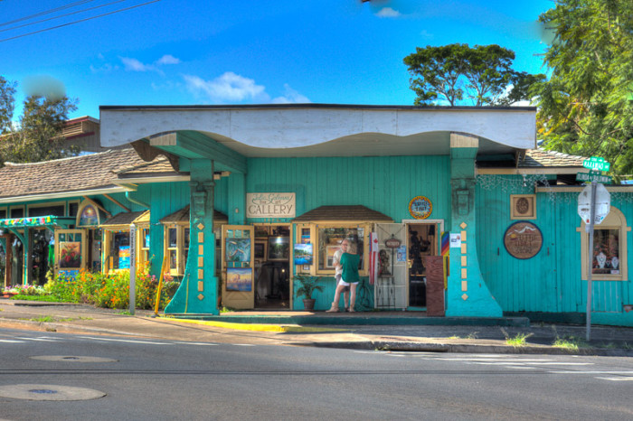 11) I wonder what kind of art is housed in this Maui gallery.