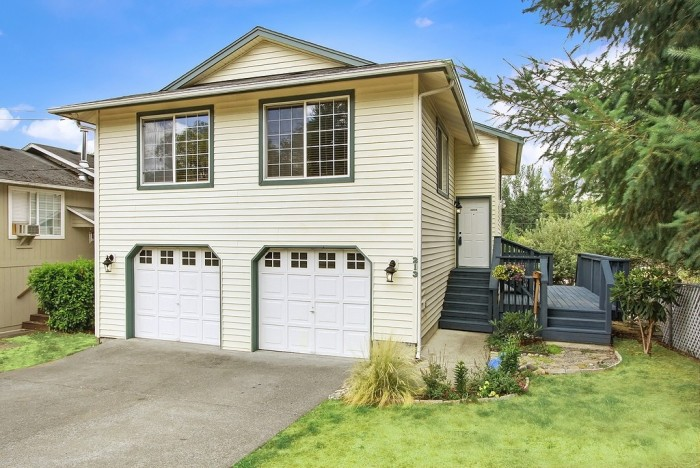 You might as well get more bang for your buck from this cozy 4-bedroom 2.1-bath (1,600 sqft) home in South Prairie, Washington listed for $200K!