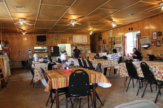 1. Leatha's Bar-B-Que Inn, Hattiesburg