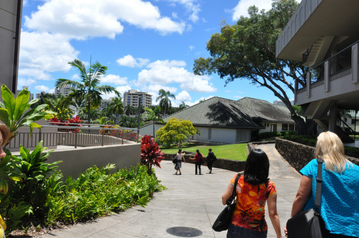 """13) Punahou School, located in Honolulu, is the largest independent school in the United States. It was also ranked as the """"greenest school in America"""" in 2006. Even if your school rivaled Punahou in high school, it's still an impressive accomplishment for the state."""