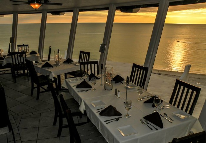7. Spinners Rooftop Revolving Bistro
