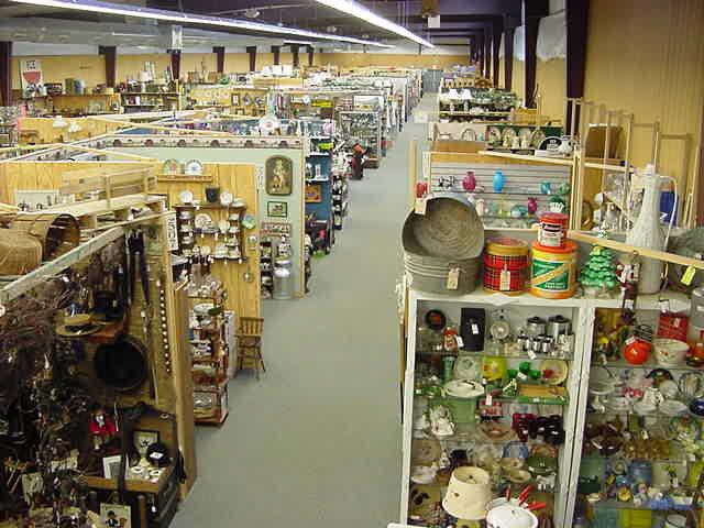 4. Cackleberry Farm Antique Mall, Paradise