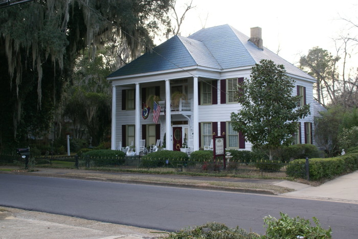 10. Commodore Bed & Breakfast- 320 Washington St, Bainbridge, GA 39819
