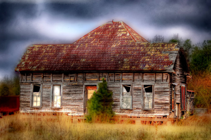 3. Do you think ghosts have taken up residence in this abandoned house in rural Alabama?