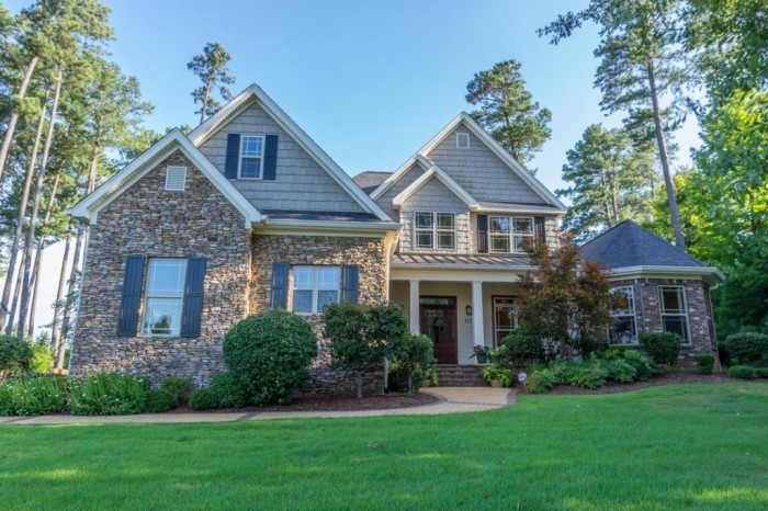 2. Located in Starkville, this gorgeous four bedroom, three bath home has an asking price of $449,750 – substantially lower than that of a tiny New York City apartment.