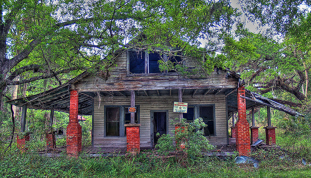 11. The trespassing signs adorning this abandoned house near Kalamazoo really add to the ambiance.
