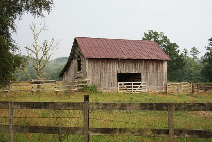 3. This old barn in Ohatchee, Alabama is PICTURE PERFECT!!! Such a BEAUTIFUL country setting!!!