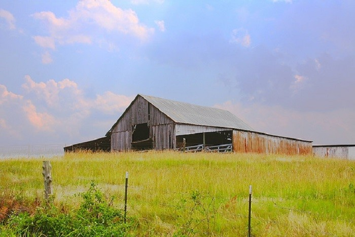 12. This charming barn sits on a hilltop in Frog Mountain, Alabama.