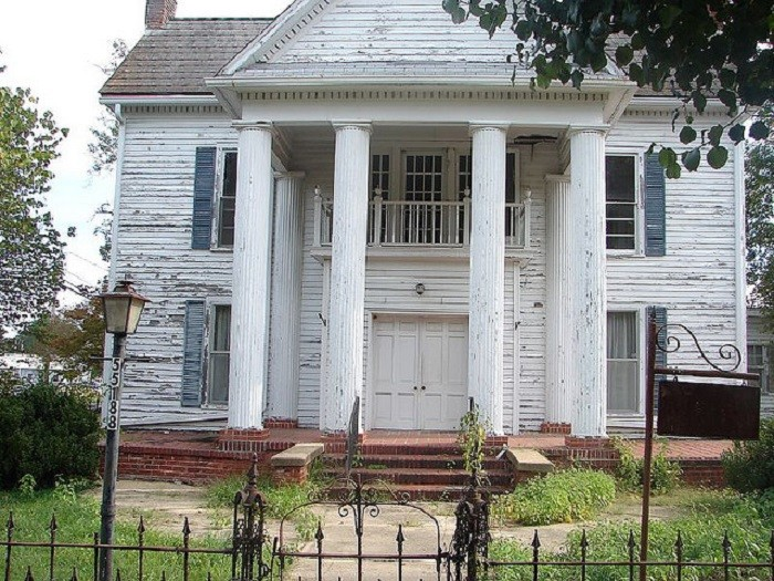 5. This house is known as the Ogden House - the first  house built after Sulligent became a town. It would make a GREAT haunted house! That is, if it isn't haunted already!
