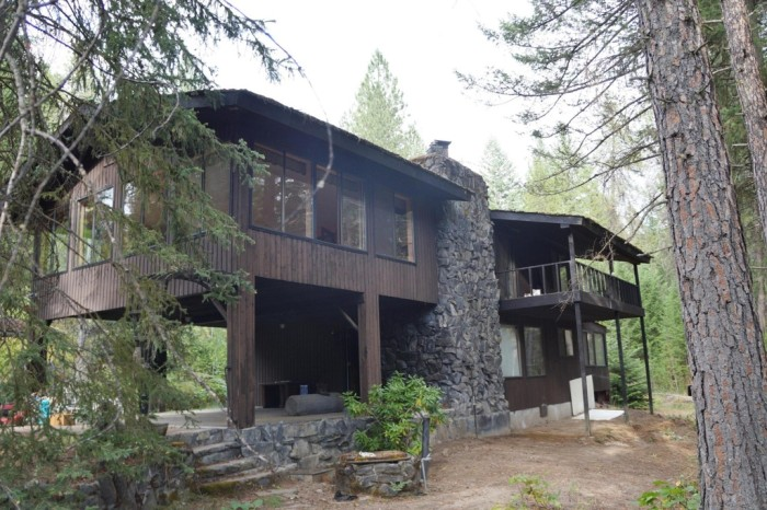 But it doesn't quite compare to this charming 2-bed (2,740 sqft) country home up for sale in Colville for $189.5K!